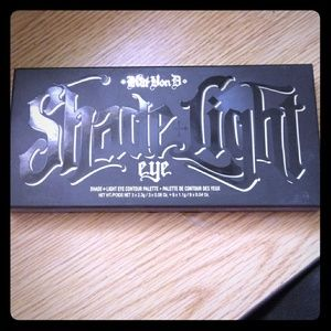 Kat Von D shade of light eyeshadow contour pallet